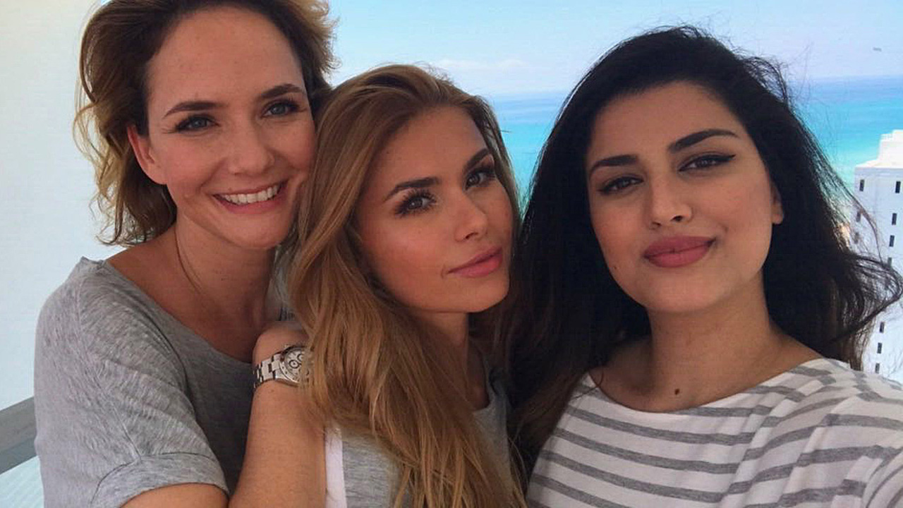 Judith Dommermuth, Pamela Reif und Miss BAMBI Rumi genießen ihre gemeinsame Zeit im Miami