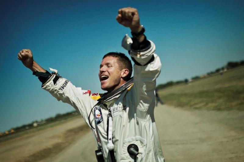 "Felix Baumgartner erhält am 22. November den ""Millennium""-BAMBI 2012 (c) Jörg Mitter/Red Bull"