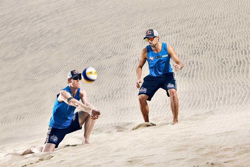 Im Sand fühlen sie sich Zuhause: Julius Brink und Jonas Reckermann werden für ihr Olympia-Gold mit einem BAMBI geehrt © Rutger Pauw