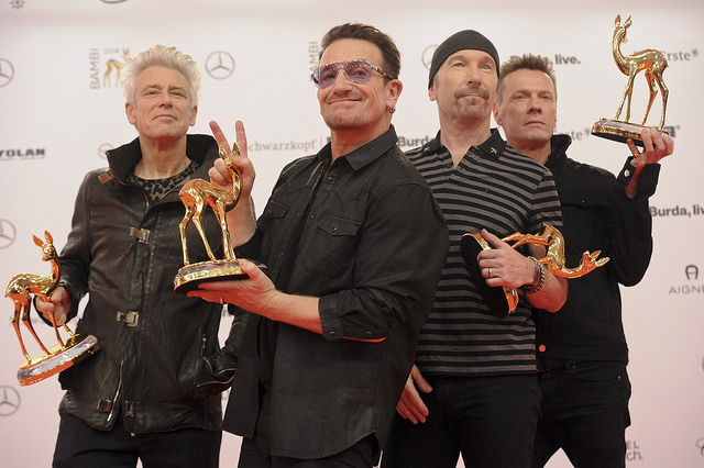 U2 - Bono (Paul David Hewson), The Edge (David Howell Evans), Adam Clayton und Larry Mullen jr. Verleihung des BAMBI 2014 im Theater am Potsdamer Platz in Berlin am 13.11.2014 (c) Hubert Burda Media:BAMBI 2014, 13.11.2014, Berlin