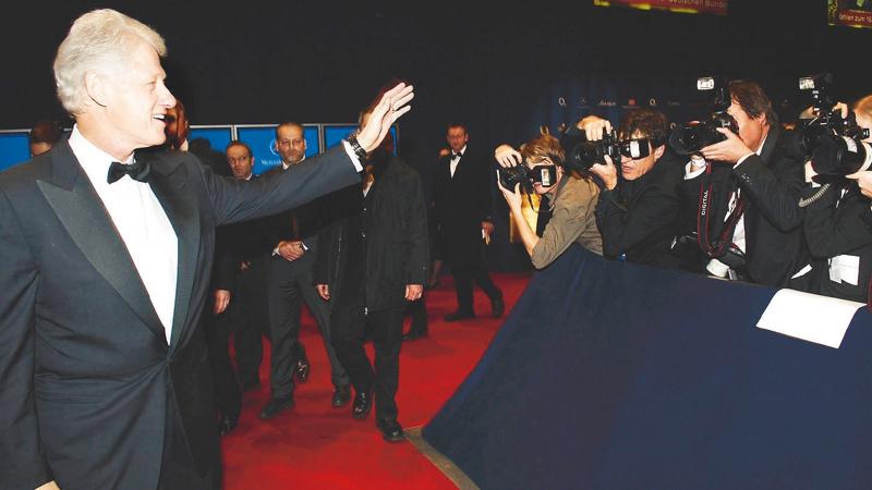 """Einzigartige Ausstrahlung und Charisma: Ex-US-Präsident Bill Clinton erhielt 2005 den """"Charity""""-BAMBI für seinen Kampf gegen Armut und Aids und seinen Einsatz nach der verheerenden Tsunami-Katastrophe."""