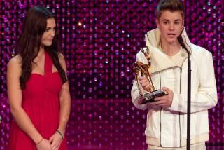 Für Miss BAMBI Jennifer wurde ein Traum wahr: Sie durfte ihrem Idol, Popstar Justin Bieber, den BAMBI überreichen.