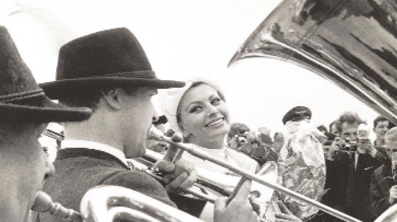Eindeutig, der Bambi ist bayrisch geworden: Nicht nur Sophia Loren erfreute sich an den Klängen der bayrischen Blasmusikkapelle