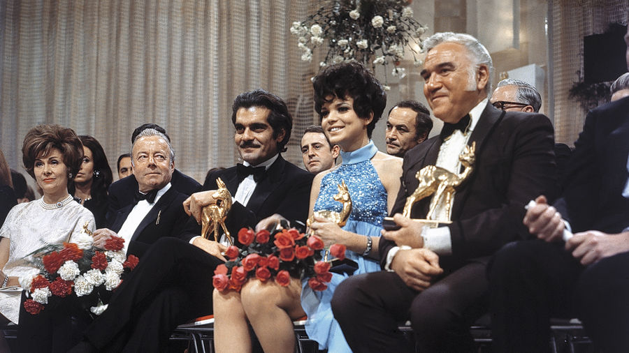 BAMBI-Sieger 1968 (v.l.) Heinz Rühmann, Omar Sharif, Uschi Glas und »Bonanza«-Held Lorne Greene im Januar 1969 im Münchner ZDF-Studio