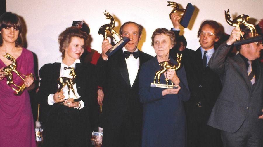 Gruppenbild mit BAMBI (v.l.): Barbara Dickmann, Hanna Schygulla, Dieter Hallervorden, Astrid Lindgren, Peter Gerlach und Robert Stromberger.