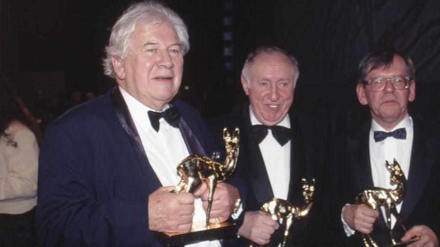 Die stolzen BAMBI-Sieger (von links) Peter Ustinov, Ignatz Bubis und Herbert Feuerstein.