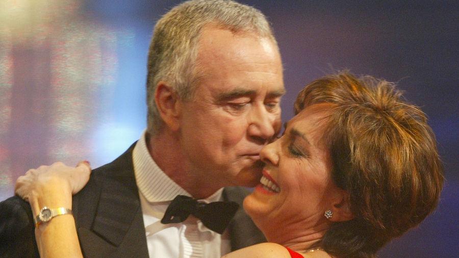 """Rührend: Showmaster Kurt Felix widmete seinen BAMBI fürs Lebenswerk """"aus Liebe"""" seiner Ehefrau Paola."""